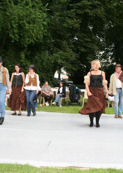 Fête du village, quadrille façon country par le cour de danse de Corinne et Cédric