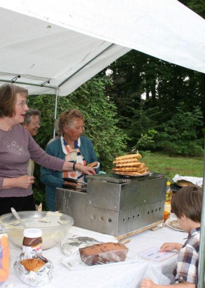 Fête du village, les fameuses gaufres et crêpes du club des Câlins
