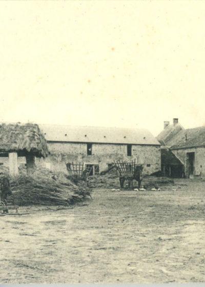 Cour de la ferme en 1914