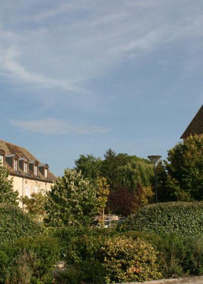 l'église vue de la Cour de la Ferme