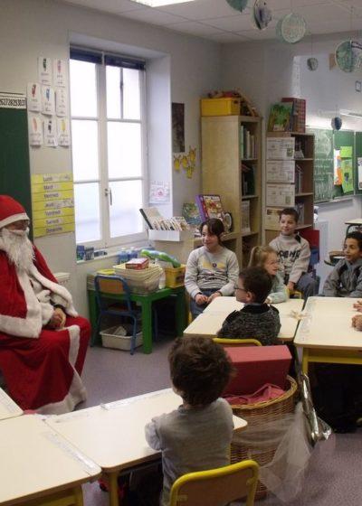 Le Père Noël avec les CP et CM2